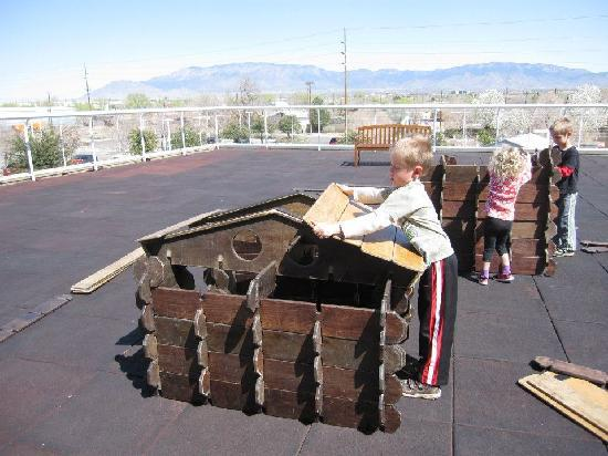 Explora Science Center and Children's Museum of Albuquerque: Building with large ice cream sticks