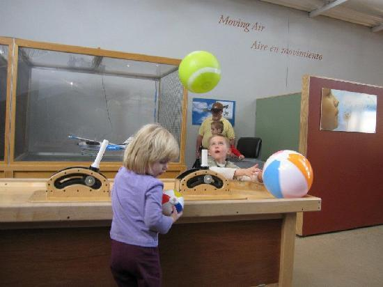 Explora Science Center and Children's Museum of Albuquerque: Exploring the way air works