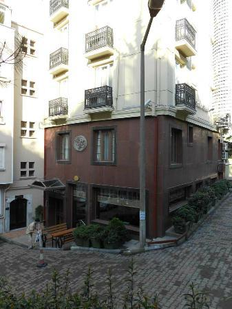 Express Star Hotel : The hotel is small, and tucked away on a tiny side-street.