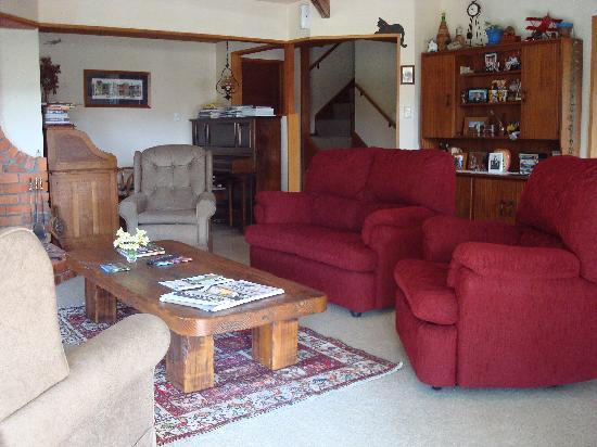 Retreat Inn Bed & Breakfast: owners/guests lounge