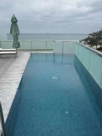 Beach Suites: Rooftop pool