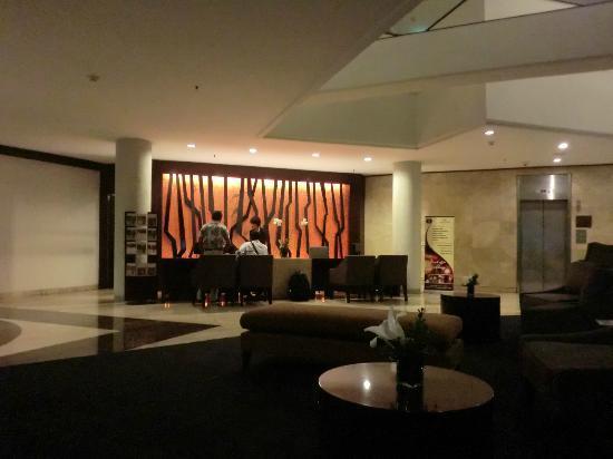 Hotel Santika Bandung : receptionist