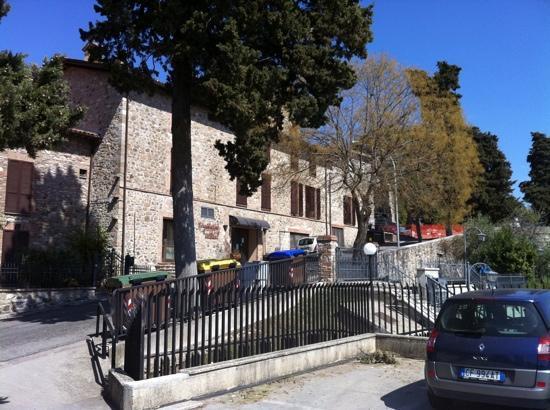 Relais Villa Valentini: vista laterale dal parcheggio