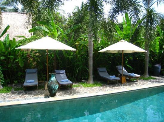 Cili Emas Oceanside Resort: pool area