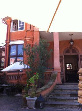 Le Pavillon de l'Emyrne: Eingang vom Hotel