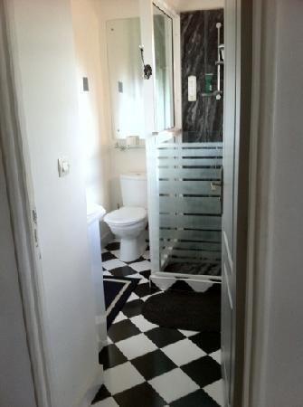 Le Pavillon de l'Emyrne: Bad mit Tageslicht Zimmer 3