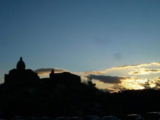 B & B Maison De Lussy: coucher de soleil sur le Duomo