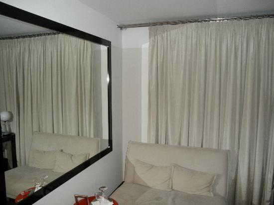 Maximilian Hotel: Room sofa resting area