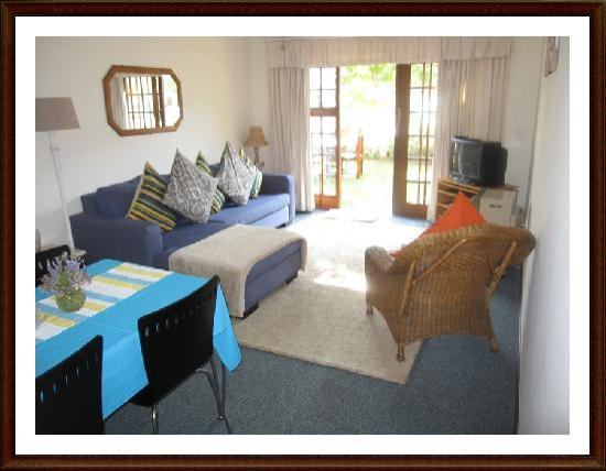 Pelican Lodge: Evans Suite Lounge Area