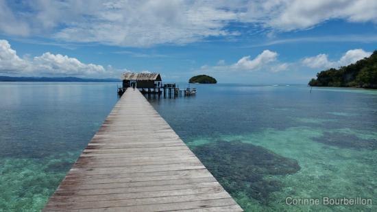 Vue sur le ponton du Sorido Bay Resort.