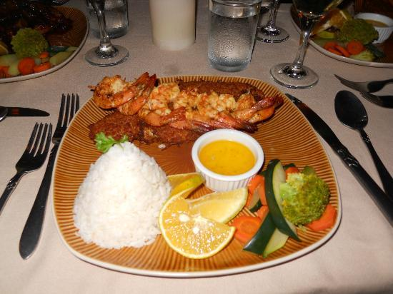 Hidden Treasure Restaurant: Coconut crusted snapper and grilled shrimp with coconut rice
