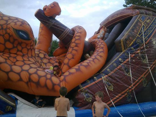 Isamar Holiday Village: Defective and unattended inflatable where kid could get hurt