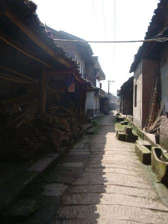 Hechuan Laitan Ancient Town: another view of the old part of the village
