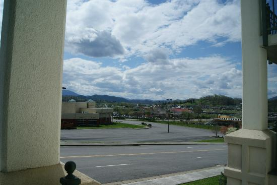 Holiday Inn Express & Suites Pigeon Forge - Sevierville: View facing Nascar Drive