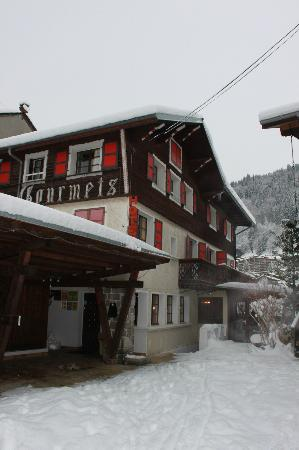 Chalets Club Les Gourmets: Front of Chalet Les Gourmets