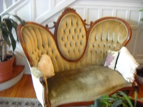 Belle Hearth Bed and Breakfast: antique sofa