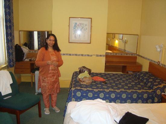 Georgian Hotel: a comfortable home like room
