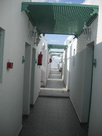 Kanabesh Hotel Naama Bay: Corridor between rooms