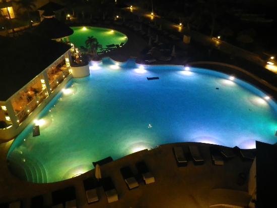 Secrets St. James Montego Bay : St James pool at night