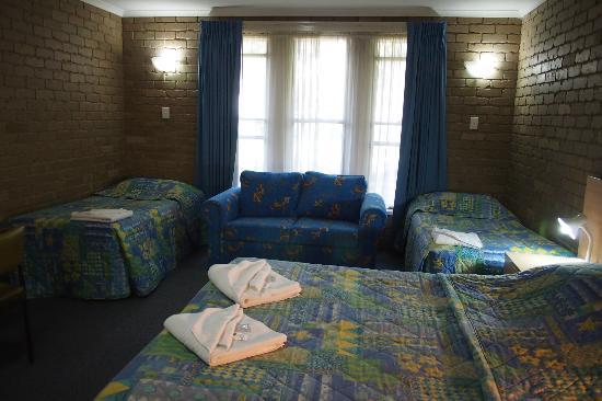 Tropicana Motor Inn: Inside Room