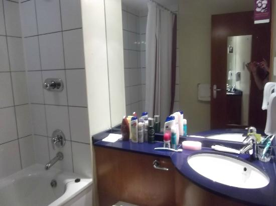 Premier Inn Manchester City Centre (Arena/Printworks) Hotel : bathroom sink