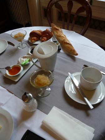 Maison d'hotes Les Telliers : Breakfast