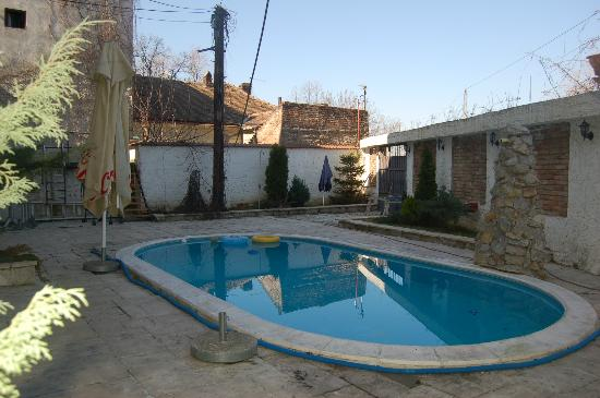 Vila Senjak Belgrade: Inside yard with swimming pool