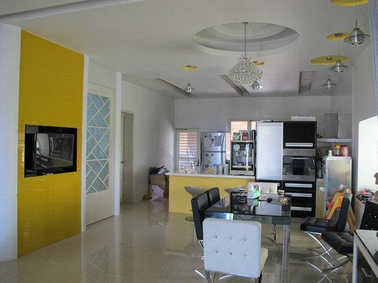 Chaopingjia Homestay: Diving area on the ground floor of the villa