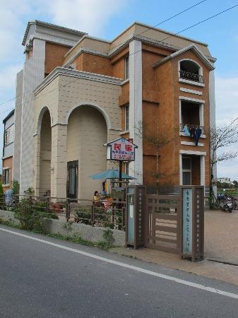 Chaopingjia Homestay: External look of the villa