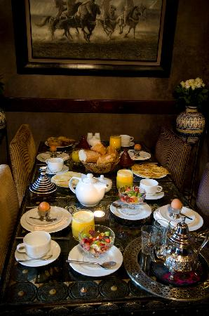Riad El Mansour: Breakfast in Lounge