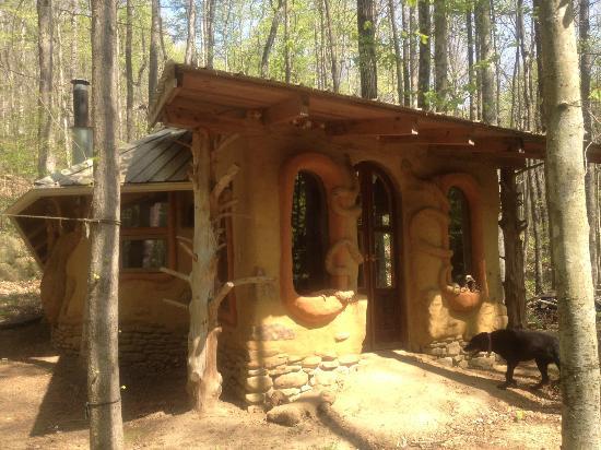 River Spirit Retreat: magical mystical riverside cob house!