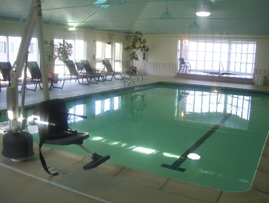 DoubleTree by Hilton Hotel Burlington: pool