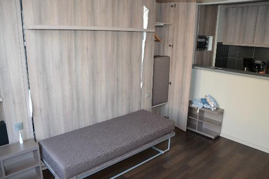 "Adagio Berlin Kurfurstendamm: ""Converting"" sleeping room into living area"