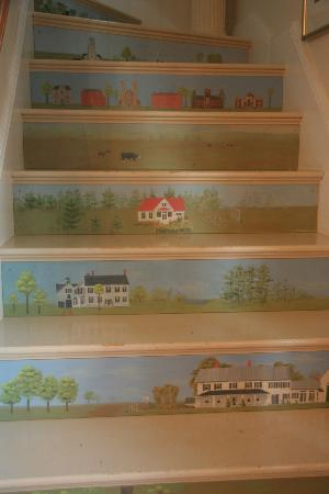Middle Bay Farm Bed & Breakfast: Hand-painted stairway to rooms