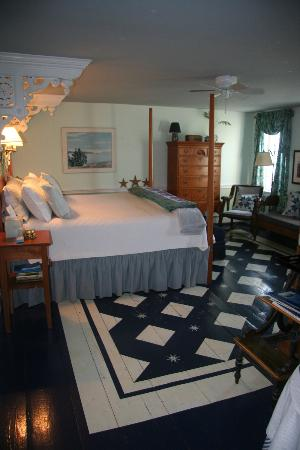 Middle Bay Farm Bed & Breakfast: Star Room Hand-painted Floors