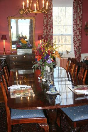 Middle Bay Farm Bed & Breakfast: Beautiful Dining Room