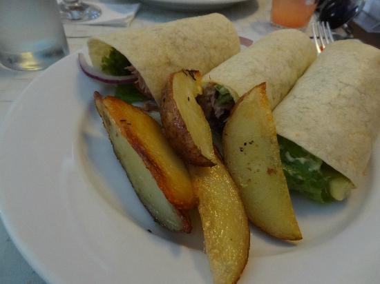 Philomène Café: Wrap de atum, com batatas rústicas