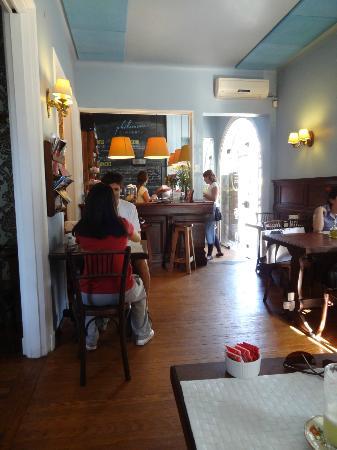 Philomène Café: Philomene Cafe, decoração interna