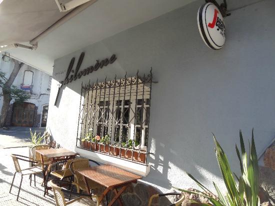 Philomène Café: Philomene Cafe, entrada