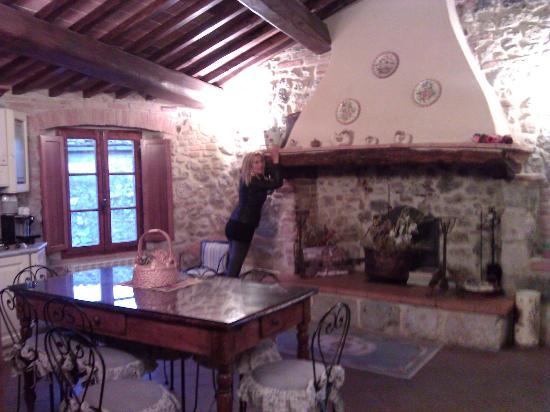 Antica Dimora: la sala della colazioni:tutti insieme allo stesso tavolo.....