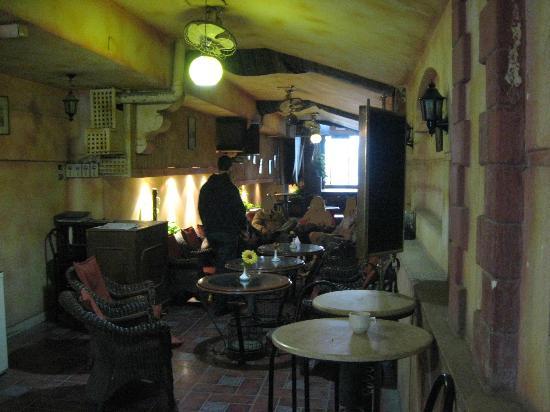 Havana Hotel Cairo : The connected Egyptian cafe next door