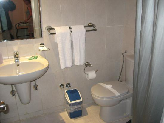 Havana Hotel: An en suite  shower room