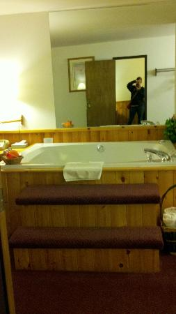 Northwoods Inn & Suites: Hot Tub