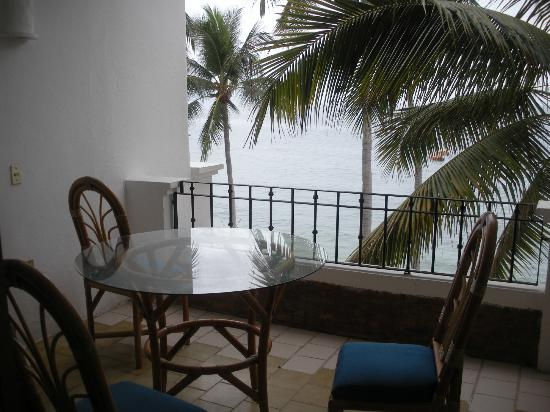 Emperador Vallarta Beachfront Hotel & Suites: The balcony