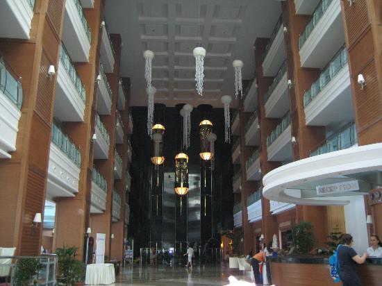 Queen Elizabeth Elite Suite Hotel & Spa : холл