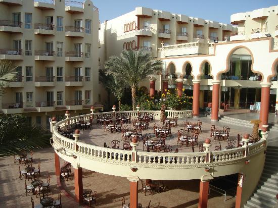 Mirage New Hawaii Resort and Spa: la terrasse a éviter prés des chambres