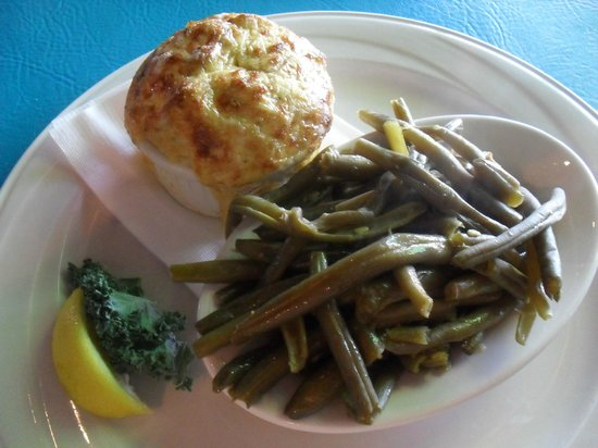 Seaside Restaurant & Crab HSE: Crab Imperial and Green Beans