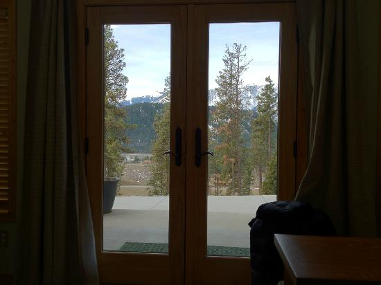 Cashmere Mountain Bed & Breakfast: View from the King bed in the Enchantment Guest Haus.