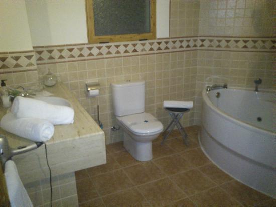 Baño General En Cama Precauciones:Cama de la suite con jacuzzi ...