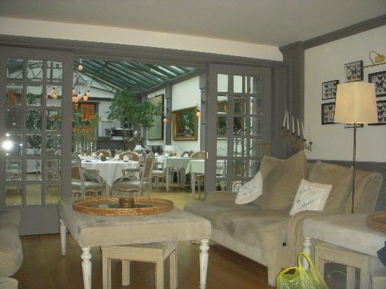 Manos Premier Hotel: sitting room